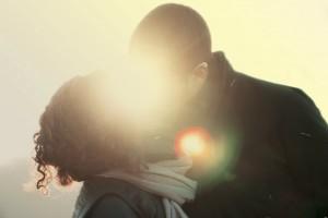 couple kissing 1000